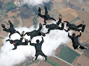 http://fallschirmsportgruppe273.de/pixlie/cache/vs_WM%20im%20Fallschirmspringen%205.8.2006_2fallD.420.jpg